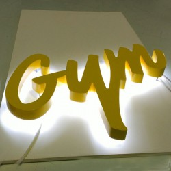 Letra de PVC Lacado con LED
